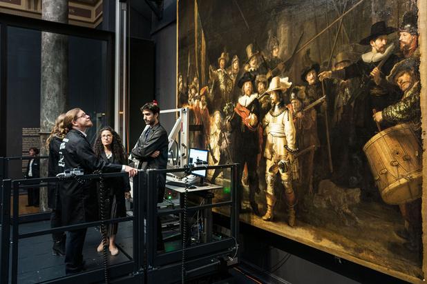 """Le Rijksmuseum entame la restauration en live de la """"Ronde de nuit"""" de Rembrandt"""