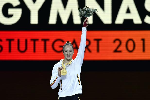 Nina Derwael pakt opnieuw WK-goud op brug met ongelijke leggers