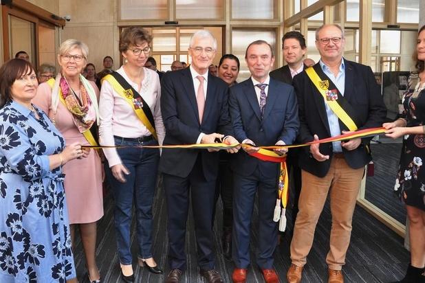Geert Bourgeois opent nieuwe bib in Wielsbeke