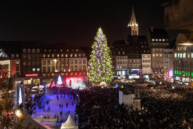 Le féérique marché de Noël de Strasbourg séduit les touristes, un an après le drame