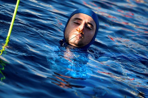 Apnée profonde: le rocambolesque record à 112 m d'Arnaud Jérald