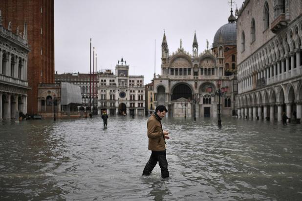 """Venise inondée par une """"acqua alta"""" historique"""