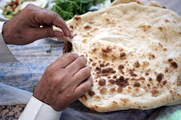 Le taftoun, pain iranien incontournable pour les Koweïtiens, malgré la politique