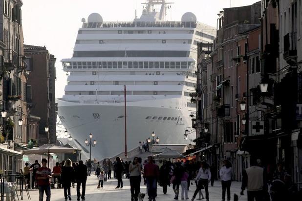 Venise: nouvel accident évité de justesse avec un bateau de croisière géant (vidéo)