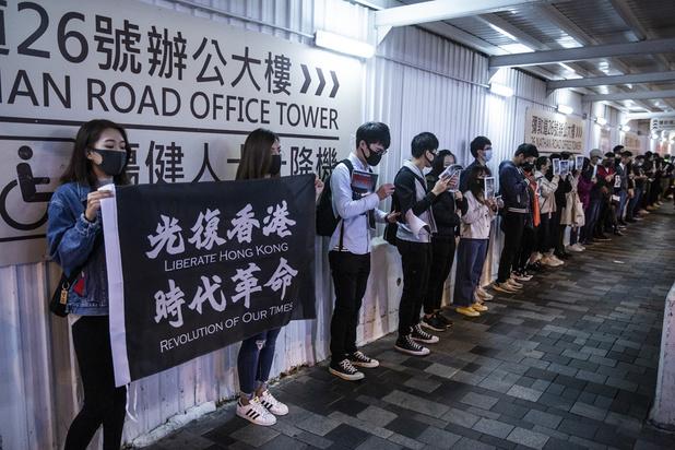 Hong Kong: les manifestants pro-démocratie forment des chaînes humaines pour le Nouvel An