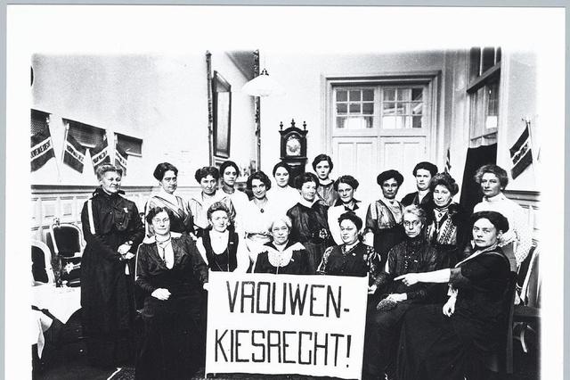 Gespreksavond rond nationale vrouwenrechten in De Burg in Brugge