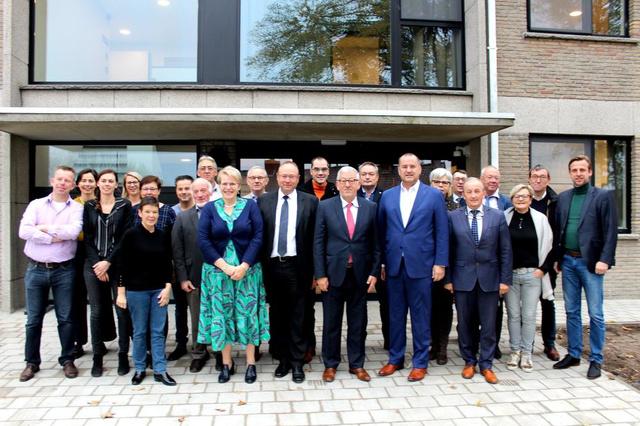 Nieuw woonzorgcentrum De Karmel geopend in Waregem - Krant van Westvlaanderen