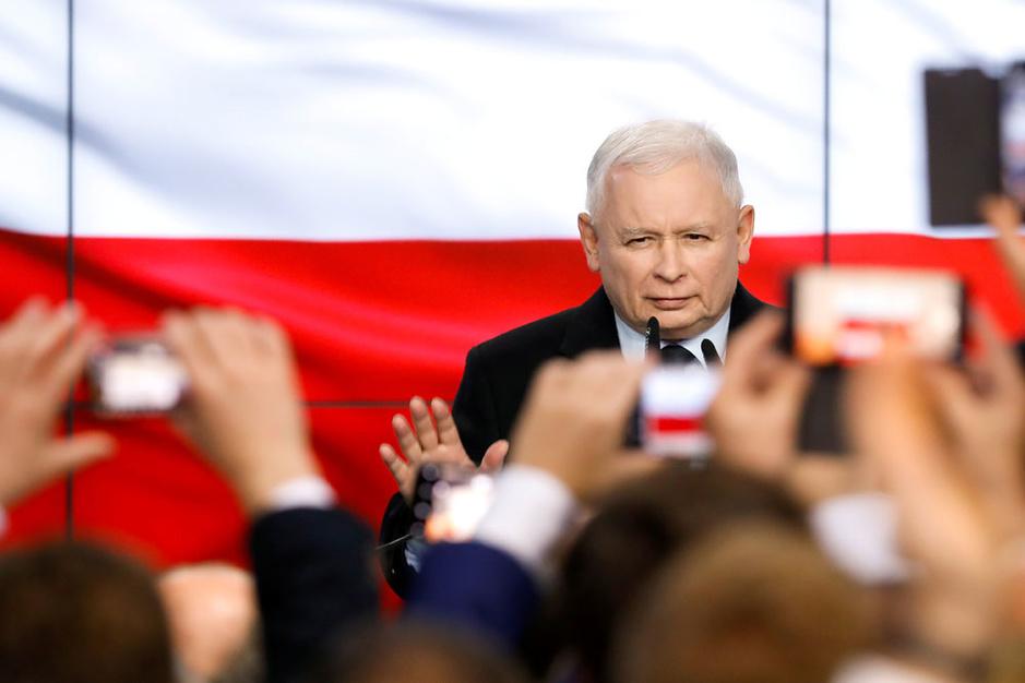 Polen: regeringspartij Recht en Rechtvaardigheid scoort dankzij gul sociaal beleid