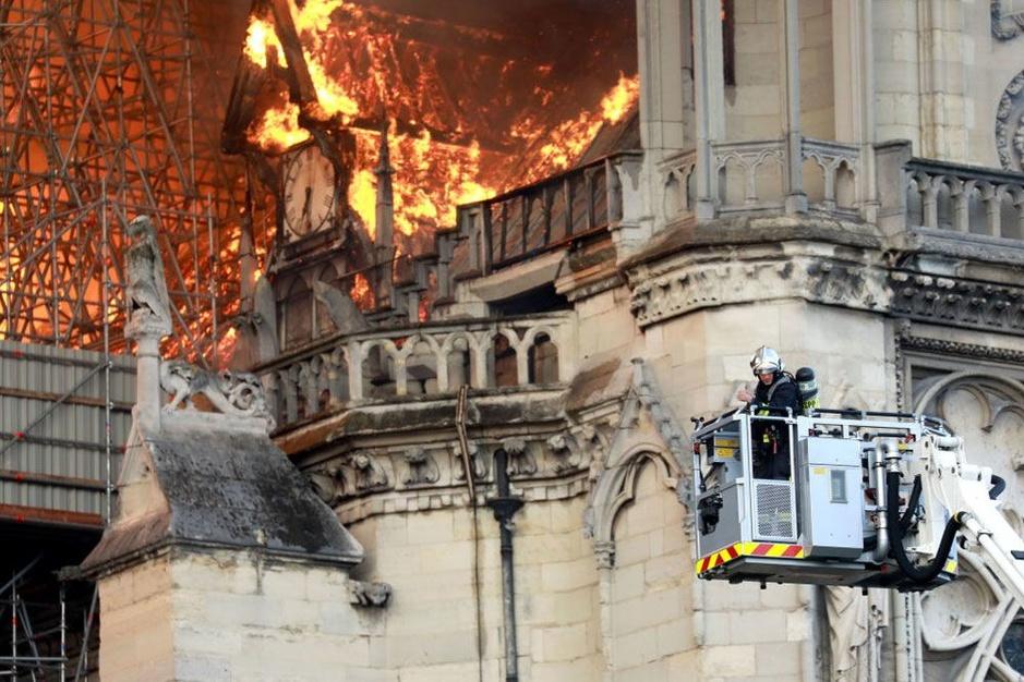 In beeld: brand in Notre-Dame in Parijs