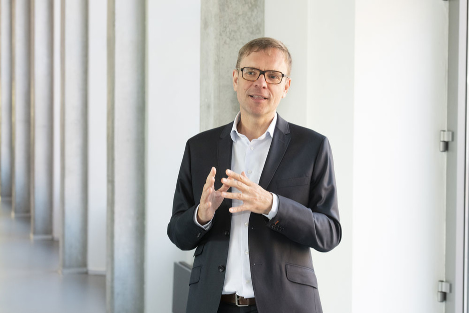 Xavier Baeten (Vlerick) over de impact van corona op het loon van CEO's: 'Sommigen hebben vrijwillig afgezien van hun bonus'