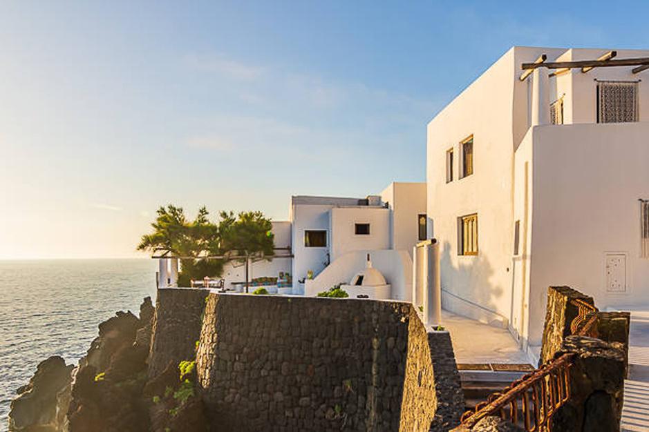 En images: La villa de Dolce & Gabbana sur l'île de Stromboli est à vendre