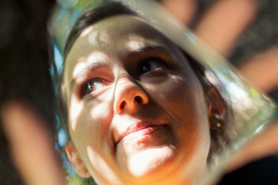 Stadsdichter Maud Vanhauwaert: 'Soms is het belangrijk geluk vast te pakken, hoe vluchtig het ook is'