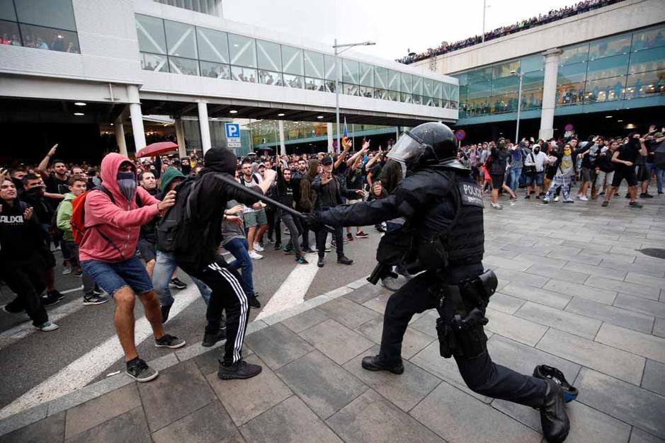Colère et heurts à l'aéroport de Barcelone (en images)