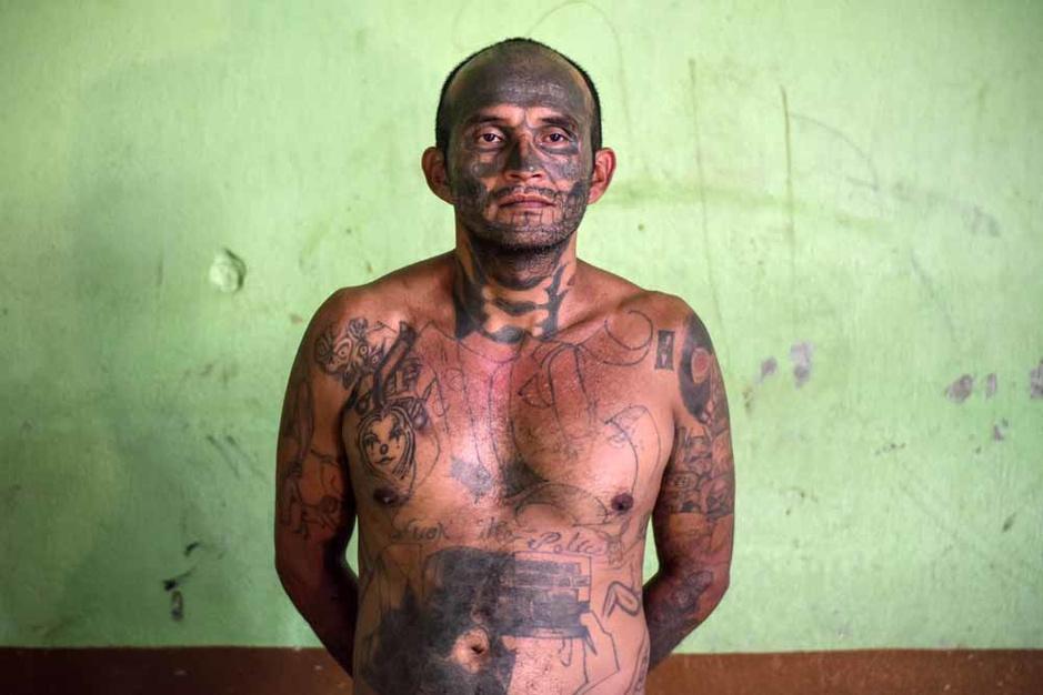 Salvador : les gangsters repentis veulent se débarrasser de leurs tatouages (en images)