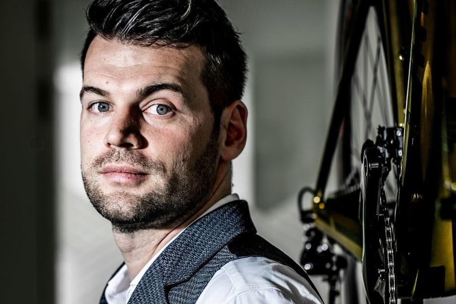 Rennersmakelaar Dries Smets: 'Het wielrennen zou sterk gebaat zijn bij transfersommen'