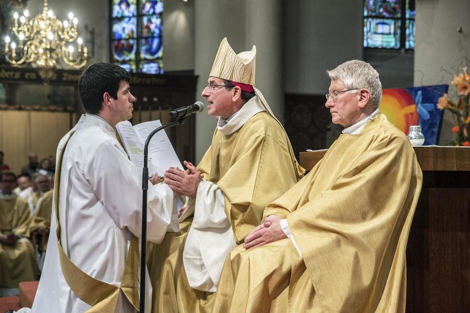 """Birger (27) is jongste priester van West-Vlaanderen: """"Met mijn gat in de boter gevallen"""""""