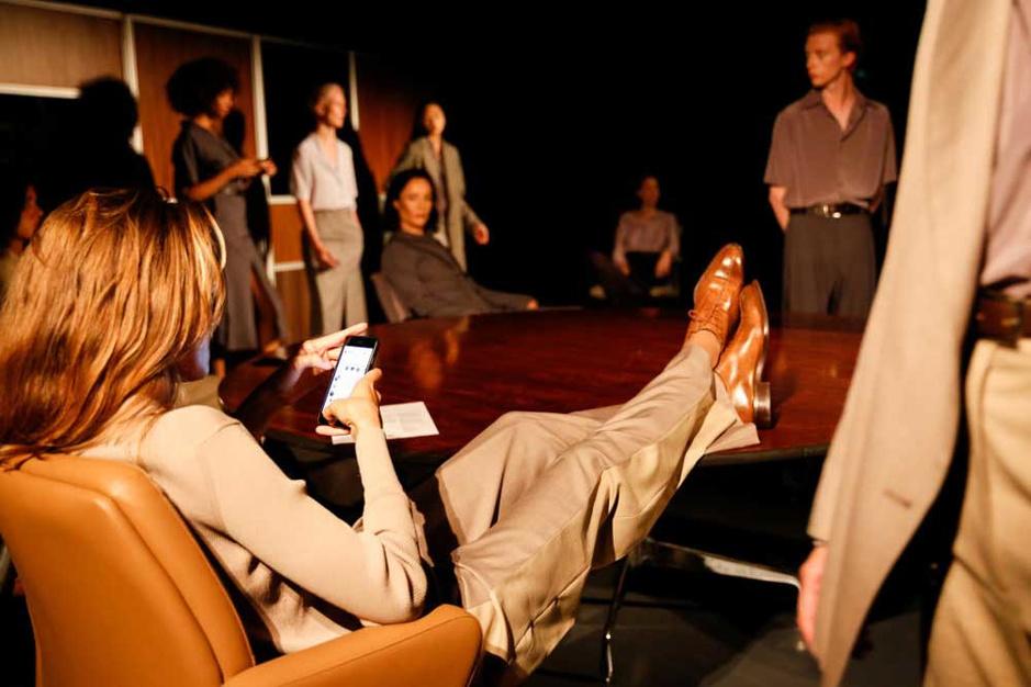 Grieks modetalent Eftychia: 'Ik ontwerp voor vrouwen die niet de nood voelen zichzelf te bewijzen'