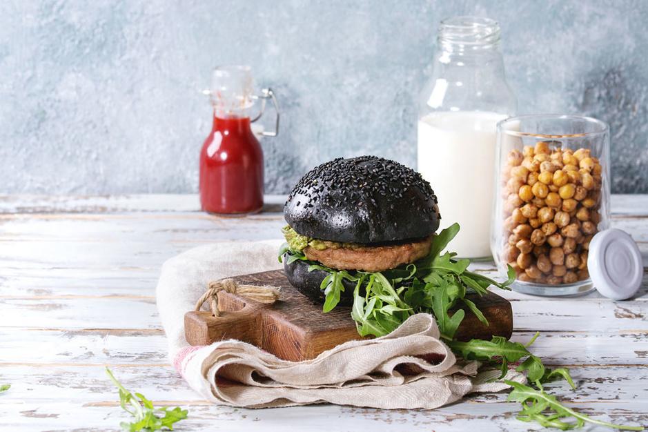 Klimaatverandering: eten we straks kweekvlees, wierburgers en insectenzuivel?