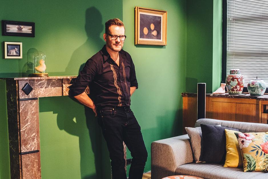 Schrijver Bart Moeyaert: 'Toen ik schrijver werd, heb ik mijn handen laten verzekeren'