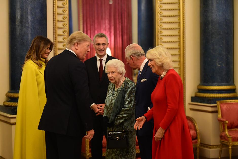 La reine Elizabeth reçoit les dirigeants de l'OTAN à Buckingham (en images)