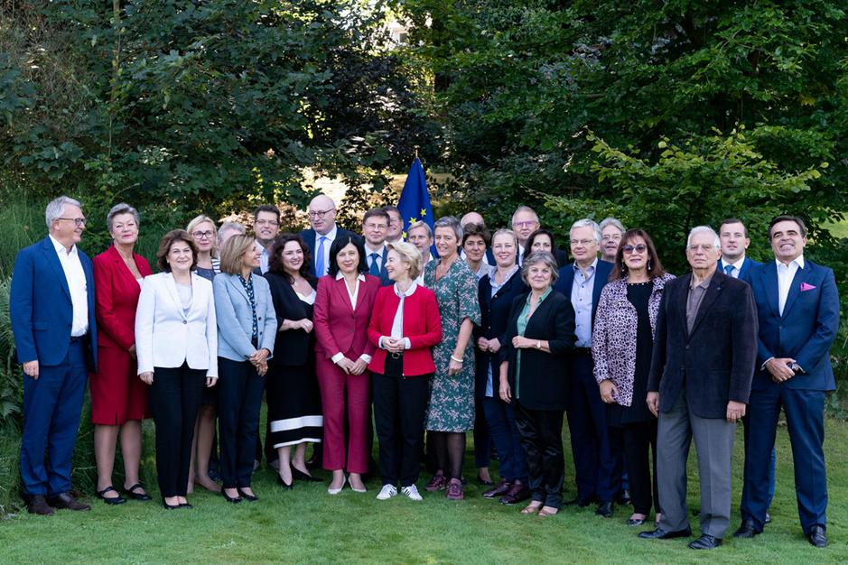 Omstreden kandidaat-commissarissen lobbyen in het Europees parlement om hun kruisverhoor te doorstaan