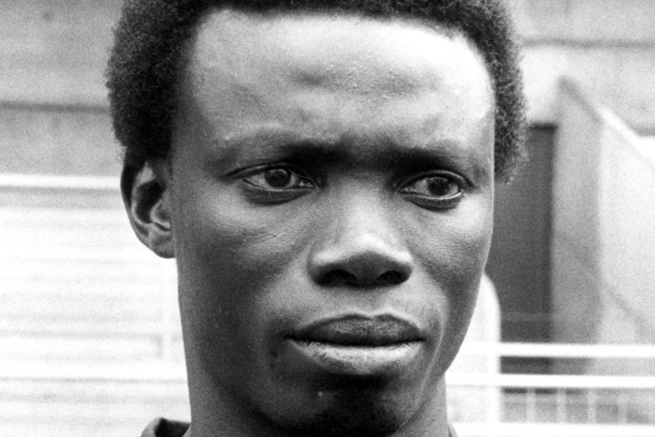 Uit het archief: Sport/Voetbalmagazine op zoek naar Tew Mamadou