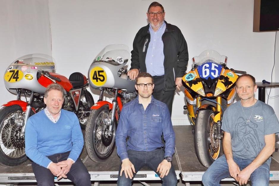 """Circuitrijders Motorclub De Panne: """"Die kick is met geen woorden te beschrijven"""""""