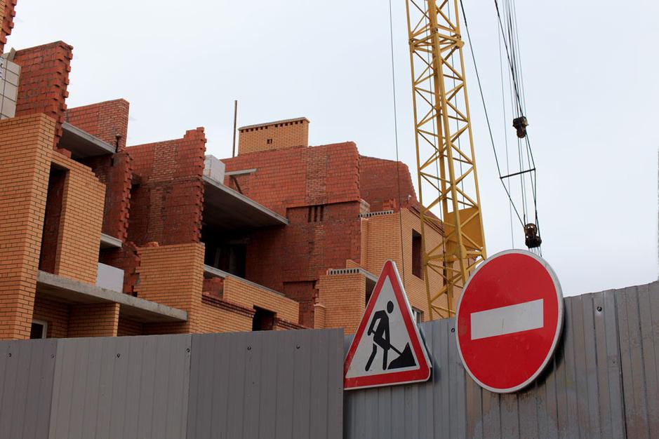 Sommige bouwwerven gaan dicht, maar heel wat bouwvakkers blijven aan de slag