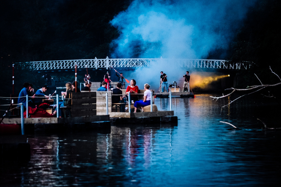 In beeld: Paradise Down by the Lake opent met James Holden en rookmachines
