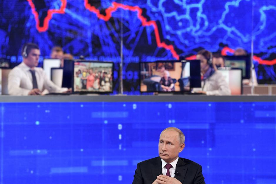 4 uur en 8 minuten met Poetin: hoe de Russische president het almaar moeilijker krijgt om zijn volk te overtuigen