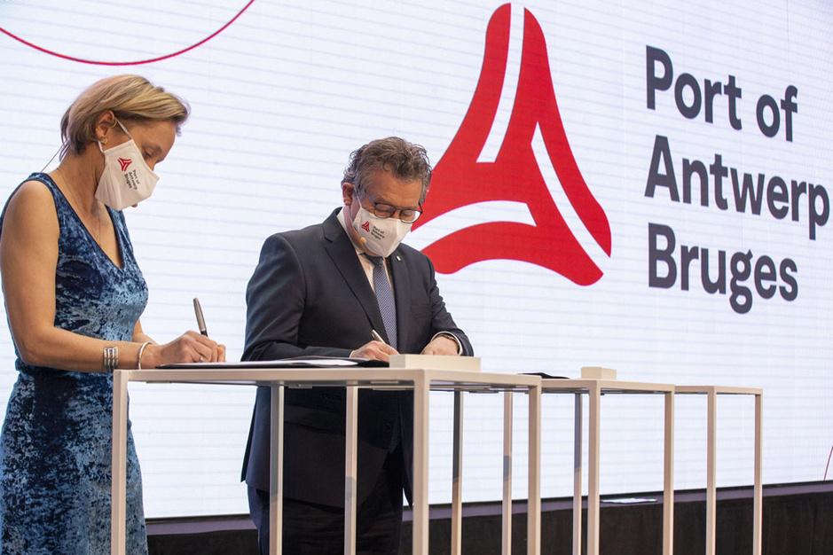 Drie vragen over de fusie van de havens van Antwerpen en Zeebrugge (video)