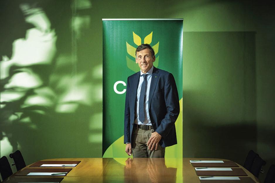 Luc Versele (topman Crelan): 'De kleinere banken zijn de melkkoe van de overheid geworden'