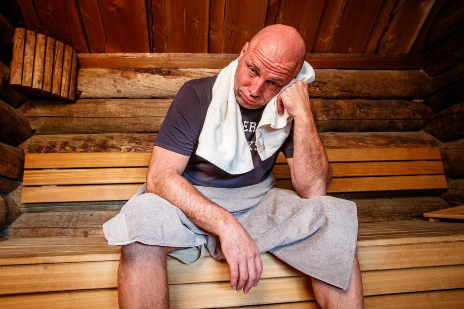 Frontman kondigt afscheid van 't Westvlams Gemiengeld Vintekoor aan... in de sauna