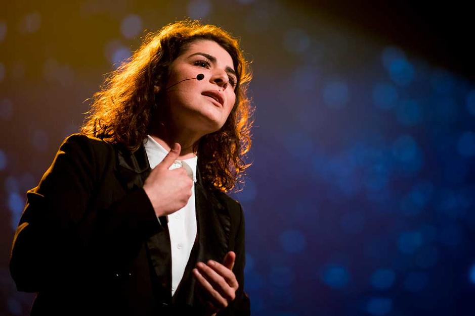 Spoken word artist Hind Eljadid: 'Ik wil dat mensen voelen wat mijn woorden betekenen'