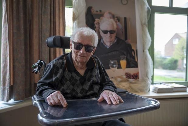 Maurice Minne uit Schuiferskapelle mag honderd kaarsjes uitblazen