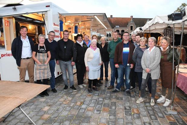 Marktkramers blij met terugkeer naar vertrouwde stek