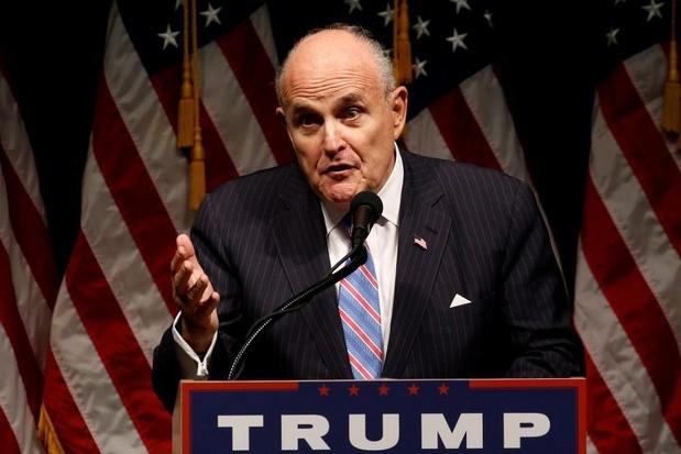 Persoonlijke advocaat van Trump legt dagvaarding naast zich neer
