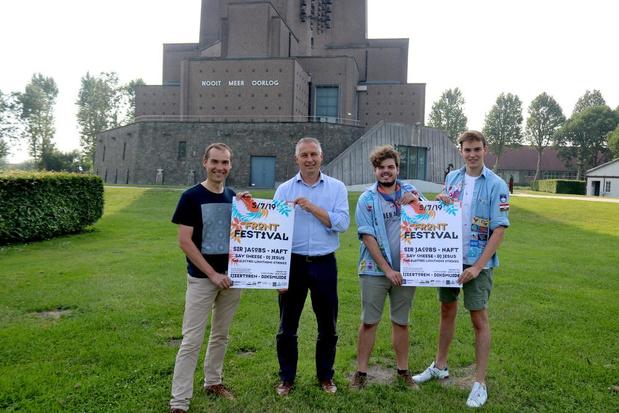 Eerste Frontfestival aan de IJzertoren in Diksmuide