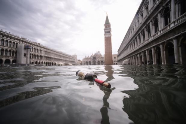 San Marcoplein in Venetië gesloten wegens overstromingen