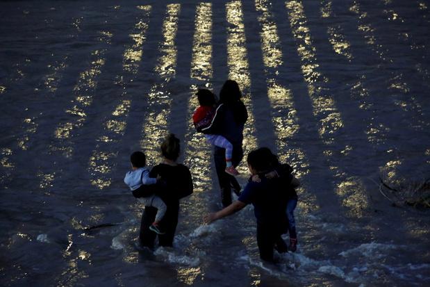 Midden-Amerikaanse klimaatmigrant valt tussen wal en schip