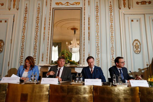 'Jambon I en het Vlaamse middenveld: tais toi et sois flamande?'