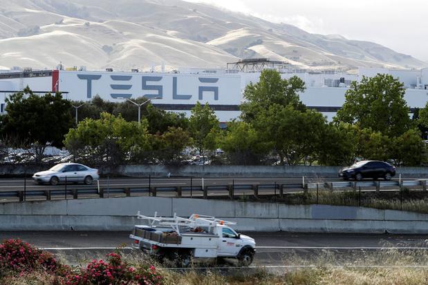 'Veel besmettingen bij Tesla-fabriek na heropening'