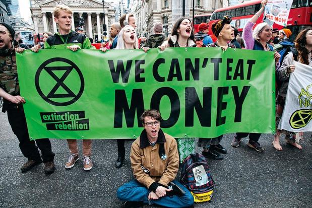 'Omdat klimaatministers ons in de steek laten, moeten we beter klimaatactivisme omarmen'