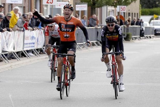 Jochen Deweer wint GP Jules Van Hevel in Ichtegem