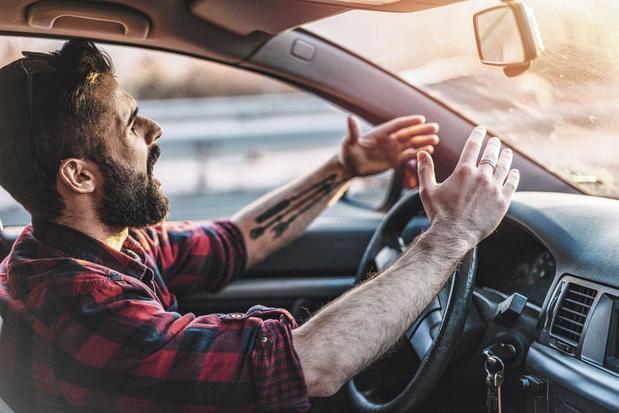 Pourquoi perdons-nous notre bon sens au volant ?