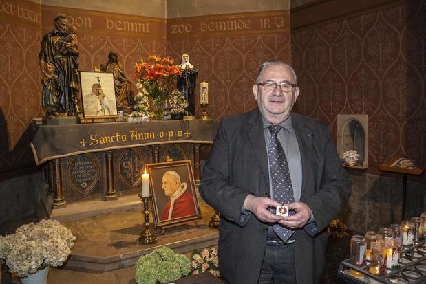 Haartjes van paus krijgen een plaats in de basiliek van Dadizele