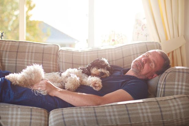 Faire une à deux siestes hebdomadaires renforcerait la santé cardiaque