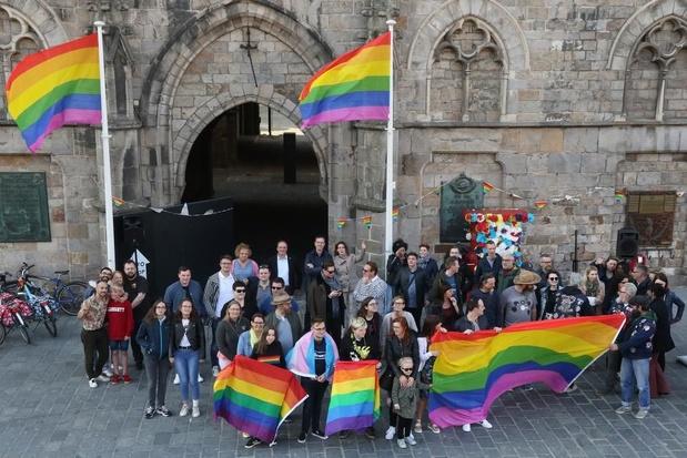 Ieper hijst de vlag tegen Holebi en Transfobie
