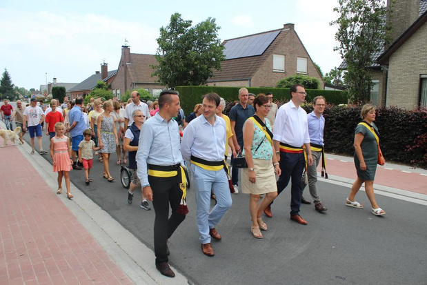 Vernieuwde Houtstraat feestelijk geopend
