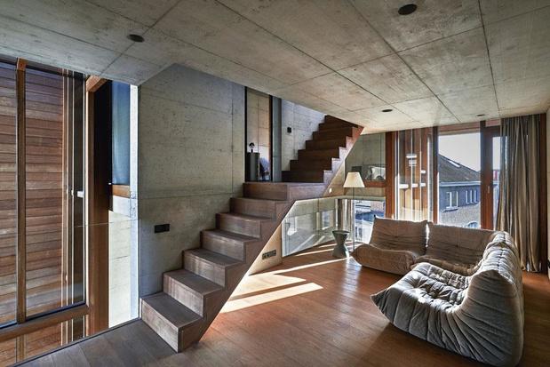 En images: une maison désarmante, toute de béton et de bois